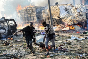 Une bombe a explosé devant l'hôtel Safari à Mogadishu, Somalie le 14 octobre 2017.